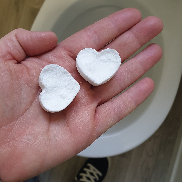 DIY toilet cleaning fizzers